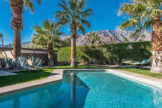 Desert-Dream-Vacation-Rentals-01